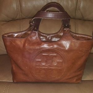 Tory Burch Classic Leather Purse!!